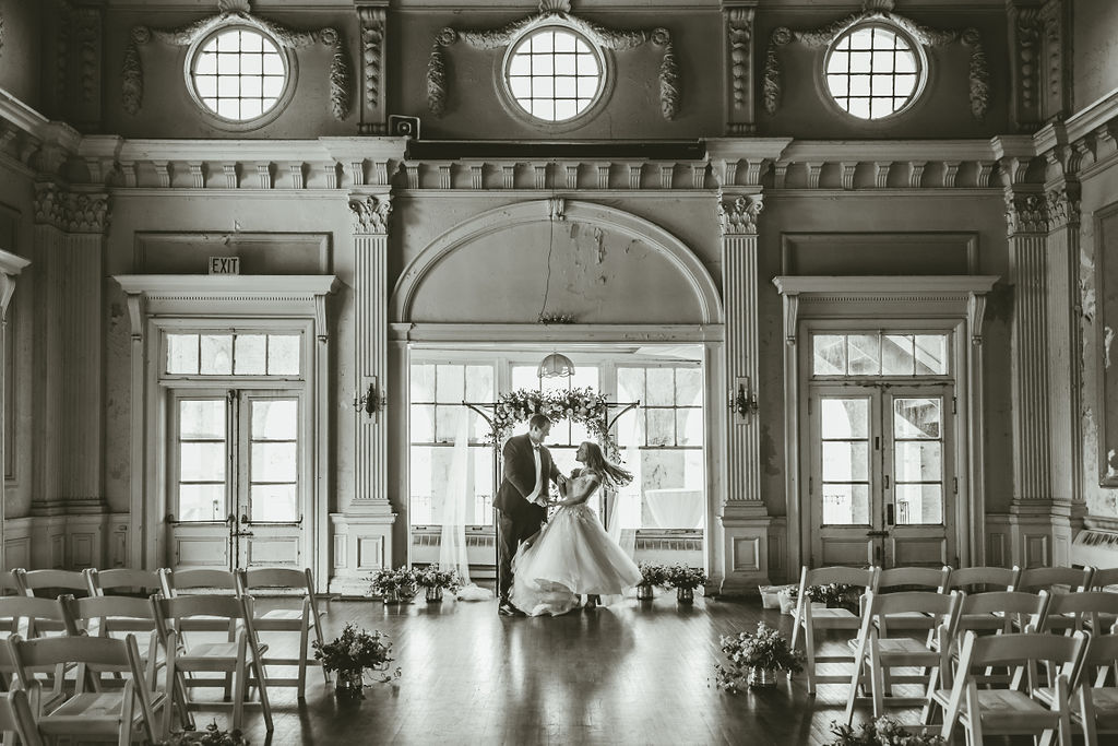 bride and groom belle isle boathouse