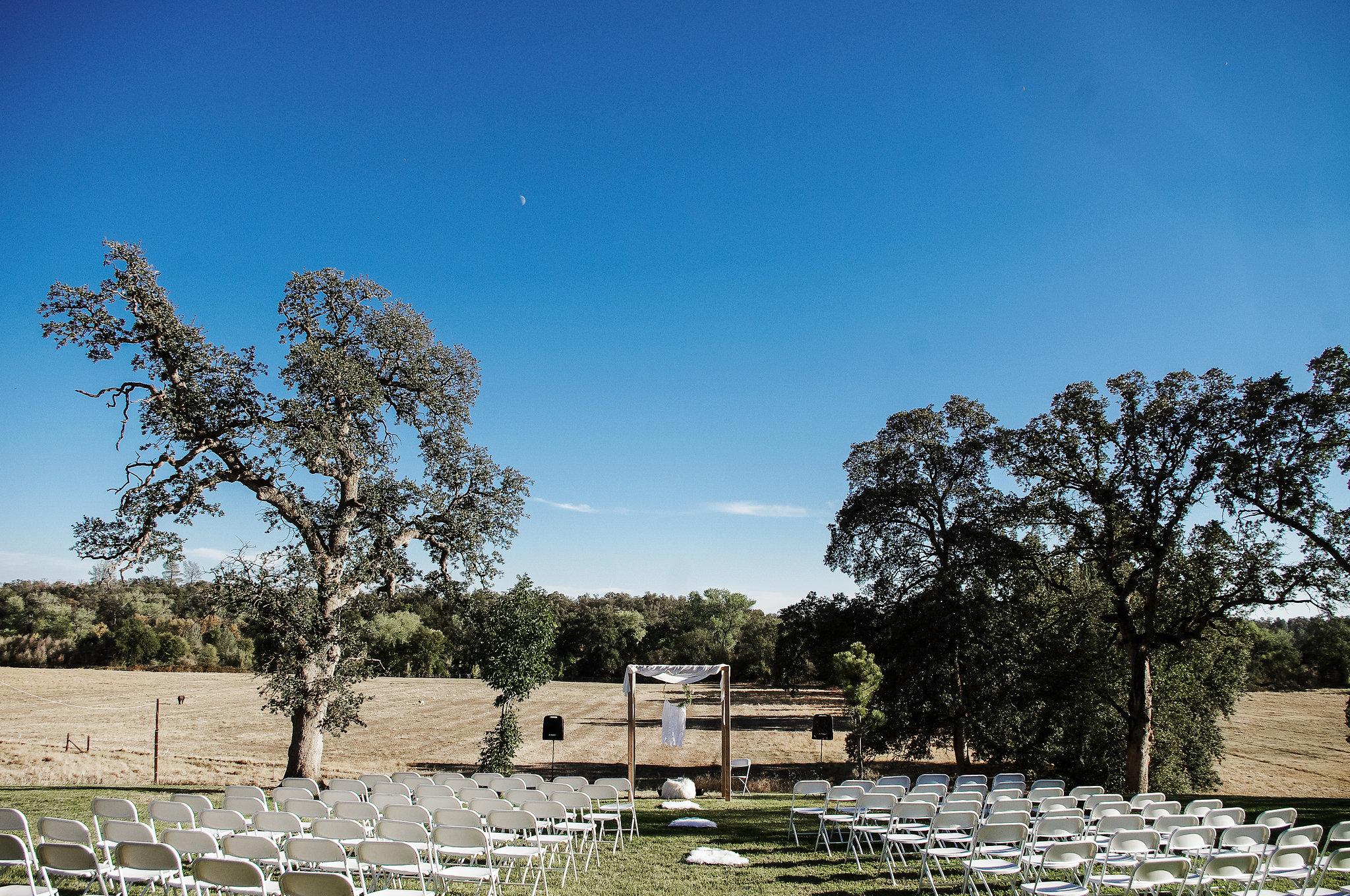 Barn wedding ceremony in Anderson, Ca