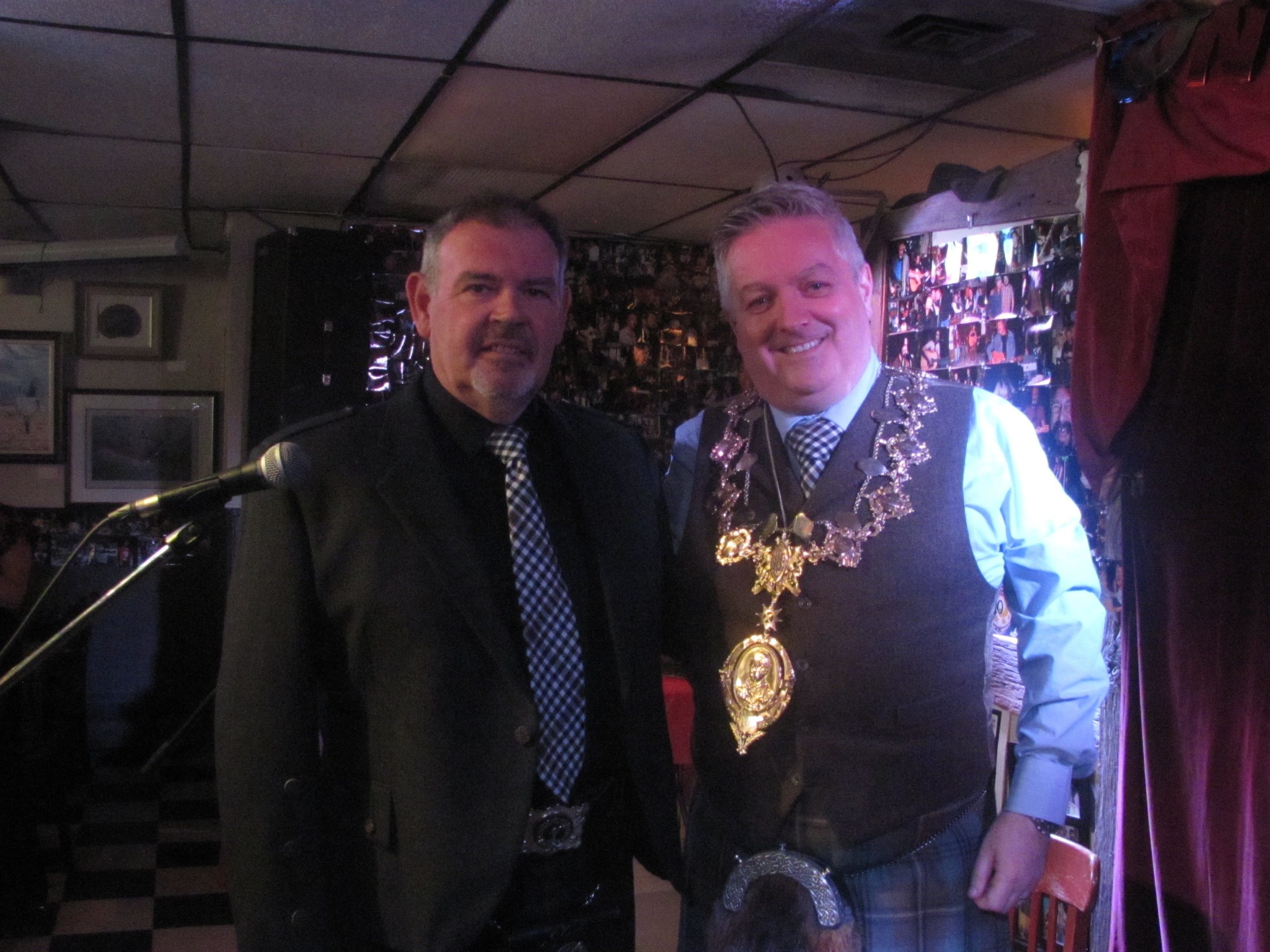 Special Guest of Honour, all the way from Scotland, President of the Robert Burns World Federation,  Bobby Kane  (right), with  Featurette Artist  and satirical poet,  Ronnie O'Byrne  (left), Director of the Canadian faction of The Robert Burns World Federation.