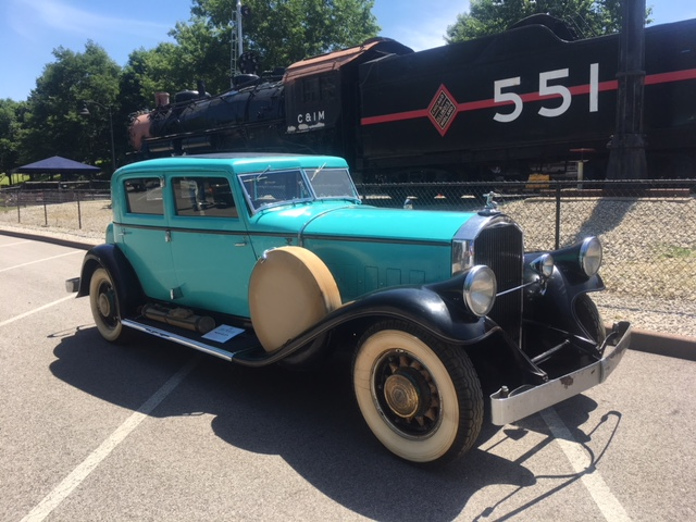 Classic era juxtaposition..........1932 Pierce-Arrow Club Brougham and the C&IM Ironhorse #551