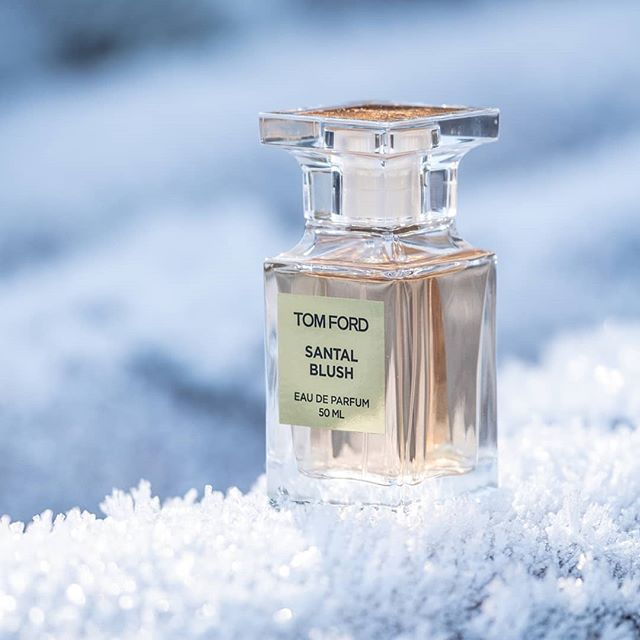 Sharing my love for this amazing perfume on the blog right now... 💕  #TomFord #SantalBlush  ______________  #perfumeaddict #fragrance #tomfordsantalblush #beauty #belgianblogger #beautyblog #momswhoblog #tomfordbeauty #beautylovers #winterfragrance