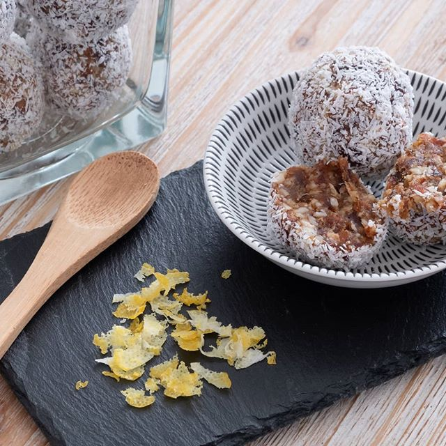 Your wish is my command! 😄 The recipe for these delicious lemon and coconut bliss balls is now on the blog! Tag me in your pictures if you try them! 😋  #blissballs  ______________  #blissballsrecipe #healthydessert #HealthyTreats #healthyliving #healthyeating #HealthySnack #healthysnacking #paleorecipes #paleodiet #vegan #veganrecipes