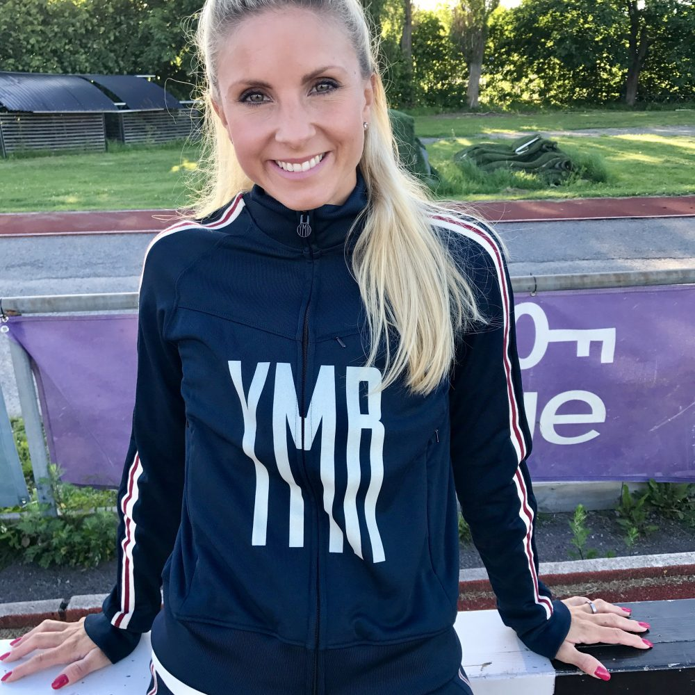 Modell:  Malin Marmbrandt , en framgångsrik hoppare av rang. I år är hon den tjej som hoppat allra längst i Sverige i både  tresteg  och  längdhopp  och är i toppform.