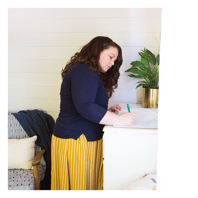 Sneak peak! After twelve months of working from our dining table (completely annoying, caused arguments and more than a few occasions of having to eat around piles of things... 😬) I now have a dedicated space!! So I celebrated... with a visit from the INcredible Leah! More on Insta-stories! 📷: @leahladsonphotography