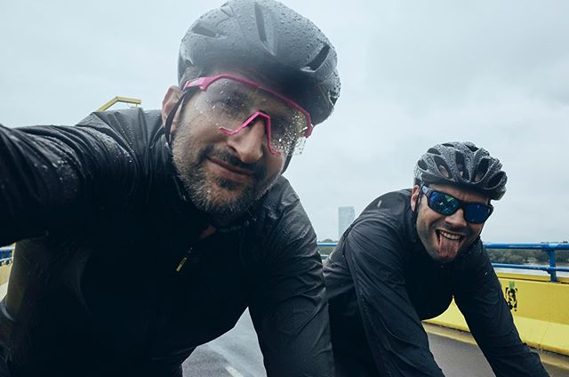 Riding your bike in the rain is not that bad at all, when you've got good friends and decent clothes with you 💦