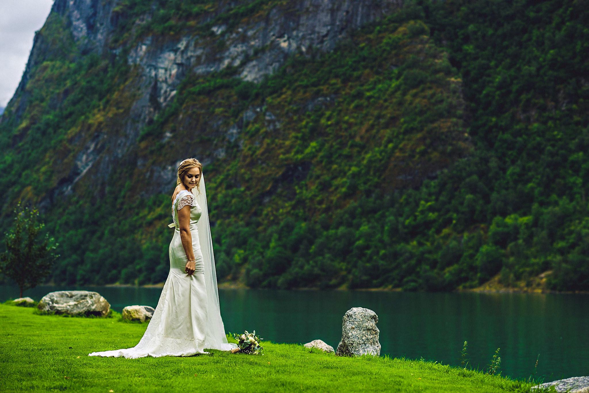 Kjolen er brudens mors etter litt redesign. Foto:  Eirik Halvorsen