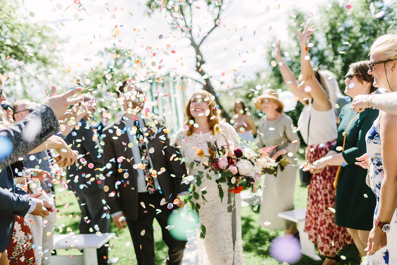 Jo mer konfetti, jo bedre! Bare pass på at du kjøper typen som brytes ned i naturen. Foto:  Moment Studio