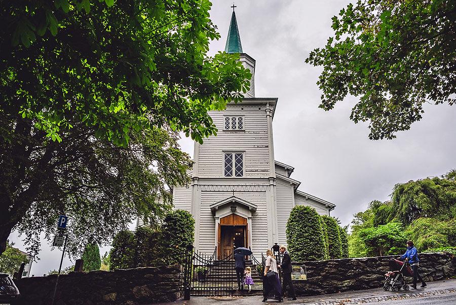 vielse i hetland kirke på storhaug i stavanger bryllupsfotograf
