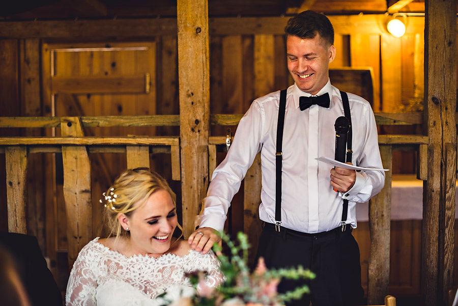 brudgommens tale på bryllupsdagen bryllupsfotograf