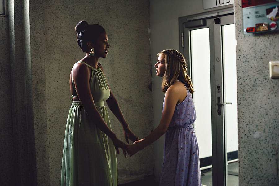 brudgommens søsken øver på talen i bryllupet