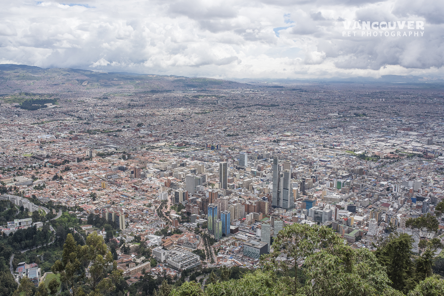 Here is an awesome view of the City from the Monserrate Mountain