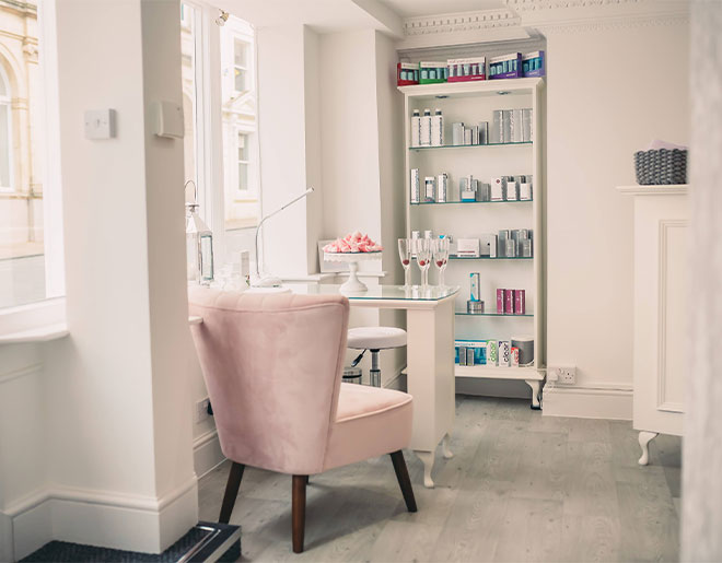 HELLO BEAUTIFUL - Welcome to The Retreat Beauty Salon in Barnstaple, North Devon.We are located just off the Barnstaple high street and we are here for you whether you need a quick pick-me-up facial, a long relaxing massage or a bit of glam for a big night out. Complete relaxation and time for you. We can't wait to meet you.