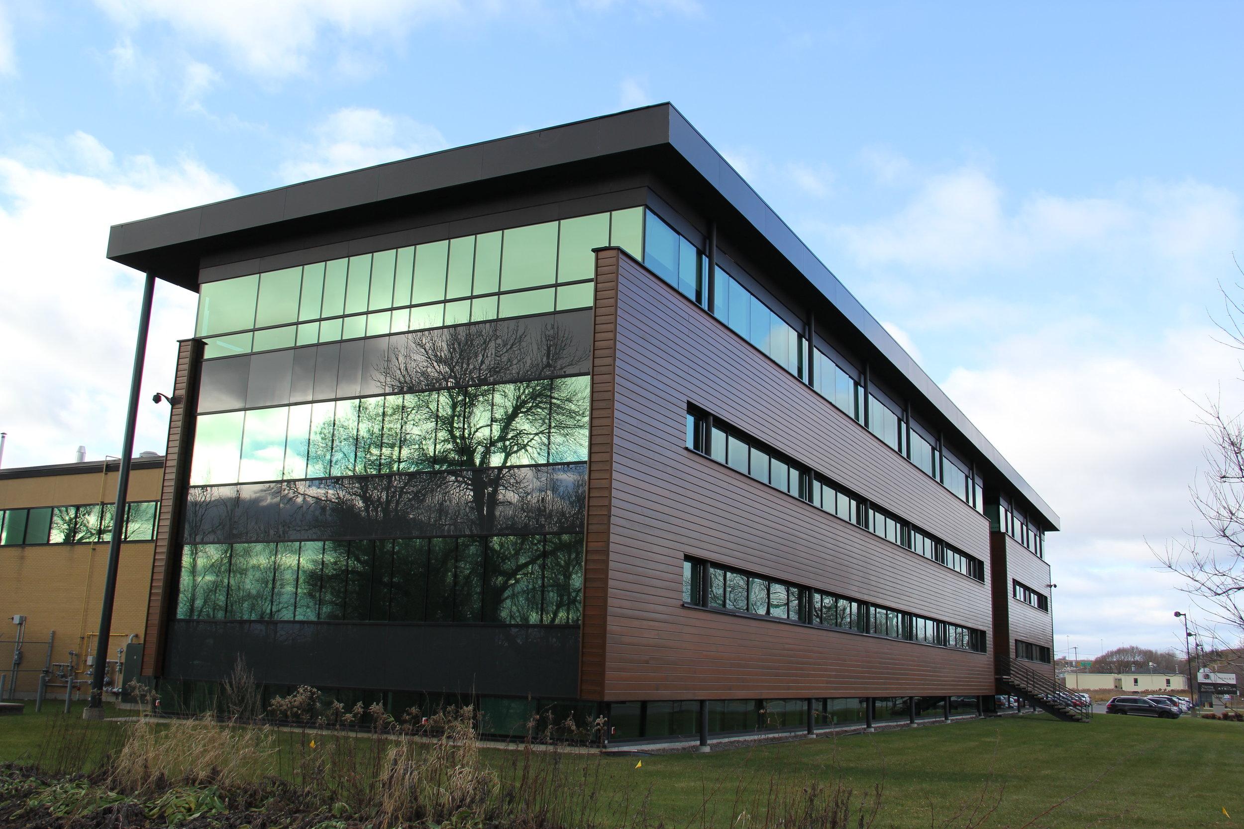 Laboratoire AEterna  Année : 1999  |  Budget: 11M$   Réalisé en consortium