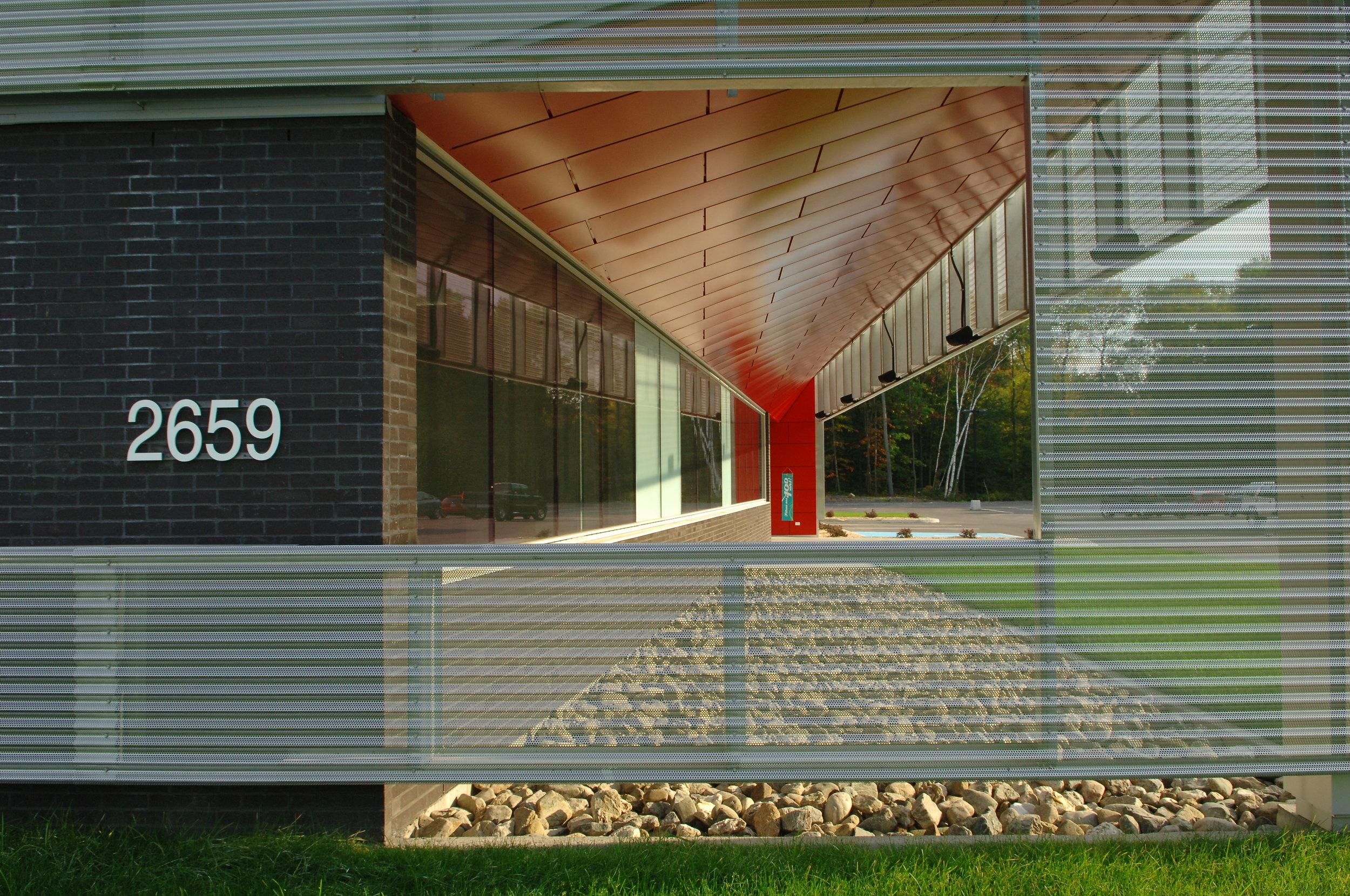 2659, Parc Technologique , façade avant détail mur écran.JPG
