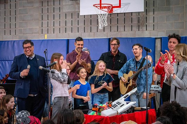 Super proud of my friends @calgaryartsacademy today! Few months ago I filmed them with a video for a contest with @cbc, turns out they won $5000 of new instruments. Today, mayor @nenshi and @arkellsmusic presented the school with their prize!