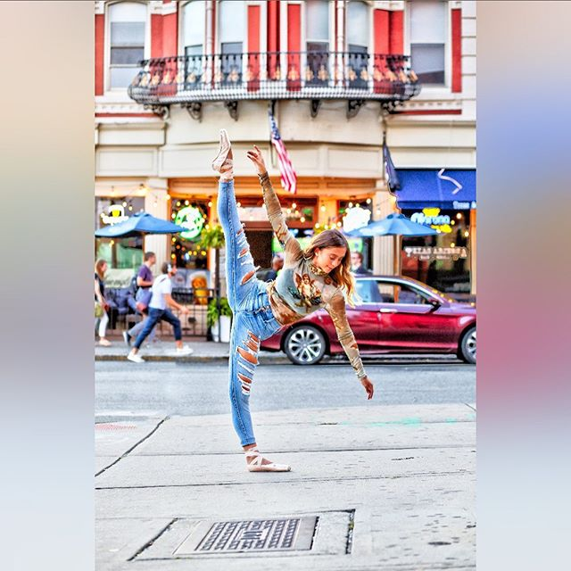 may my heart be brave my mind fierce and my spirit free. : model: @alana.pomponio : : #balletphotographer #dance #ballet #ballerina #pointe #pointeshoes #hoboken #hobokennj #streetphotography #nutley #naturallightphotographer #dariaweedophotography