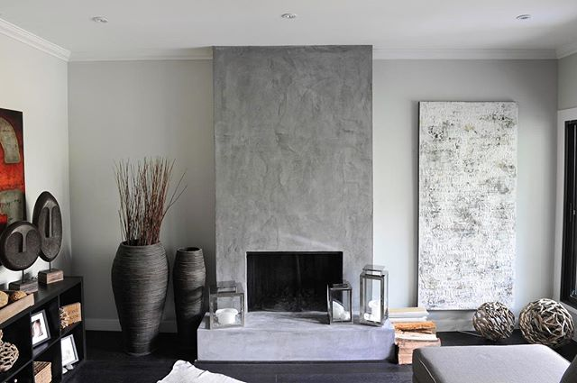 Handcrafted concrete overlay fireplace in @matt_concrete #artsandlabour #mattconcrete #meetmatt Photo: @tracey_ayton • • • • • • • #concrete #concreteoverlay #concretelove  #interiordesign #design #architecture #renovation #newbuild #contractor #artisan #handcrafted #luxury #luxuryhomes #dreamhome #housegoals