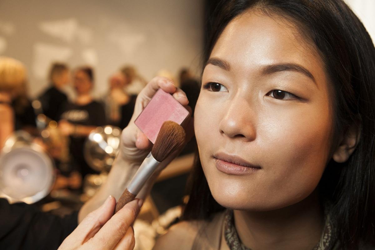 ...luminate the cheekbones. @aveda #makeup #nyfw #livingaveda #nllblog