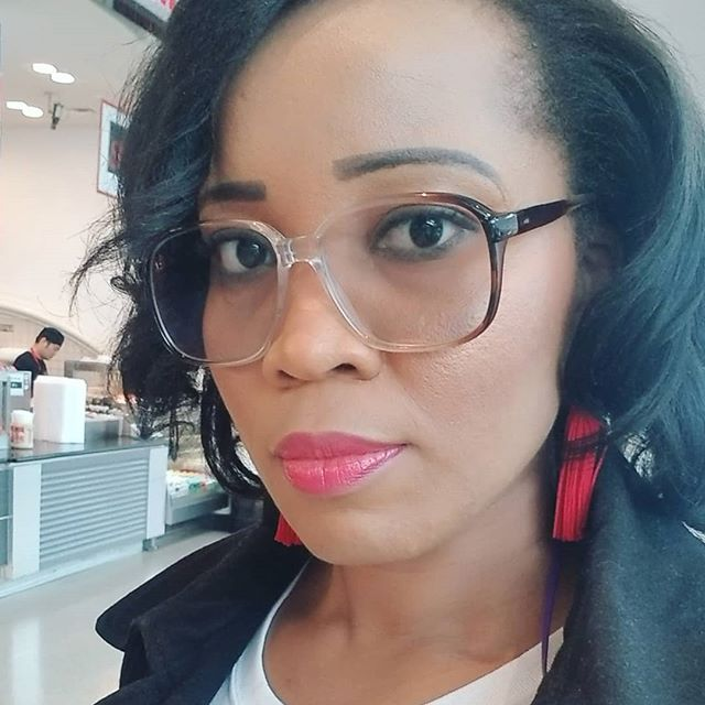 I'm ready to to slay my Saturday! . Grabbing something to nibble on as we make our way to the @womenontherisenetwork conference. . Will you be there? . . . . . . . . . #wotr2019 #mommyblogger #momboss #workingmother #mosaicmommies #girlboss #knowyourvalue #workingwoman #fabulouslyfearlessirl