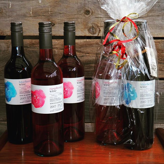 Time to start Christmas shopping!!! It's the Mansfield Bush Market tomorrow, 8am - 2pm, Highett Street Mansfield. Our delicious blueberry and raspberry wines make great Christmas gifts! Come and find us in the @mansfieldproducers section of the market 🍷 #mansfieldbushmarket #christmasshopping #christmaswine #mansfieldmtbuller #seehighcountry #mansfieldproducers #northernslopesplantation #raspberrywine #blueberrywine #shoplocal #52weekendsnevic