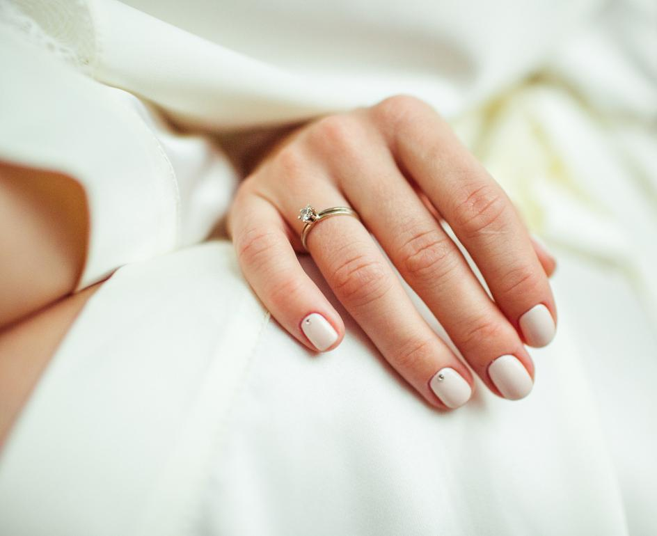 Wait-I-wear-my-engagement-ring-on-my-right-hand-944x770.jpg