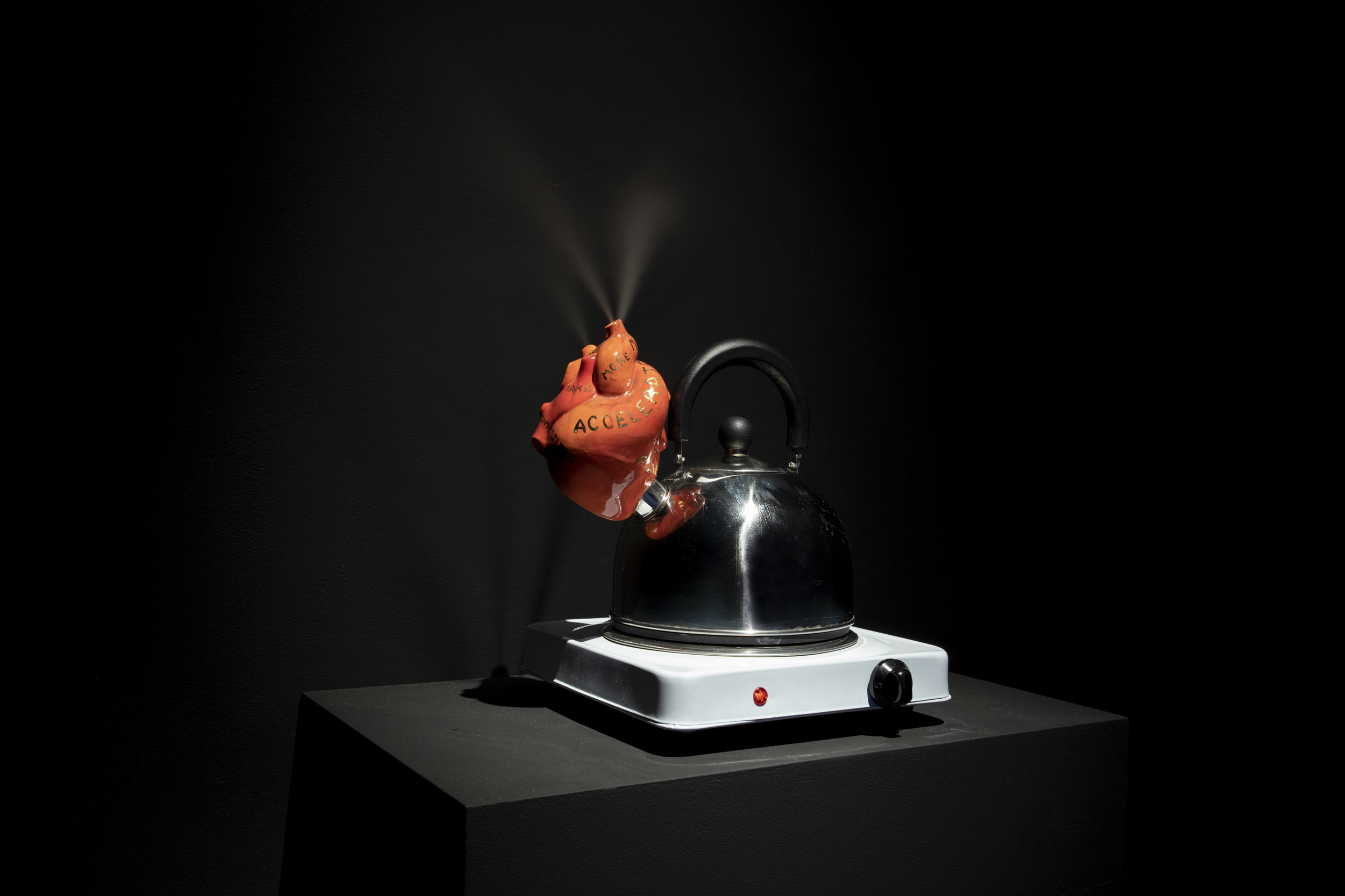 ©️Thomas Jenkins   Heart Kettle: 2019 ceramic, gold, whistle kettle, electric hot plate, water, steam