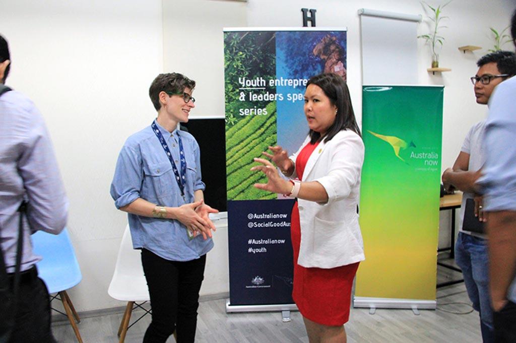 Elise Stephenson chatting at the 'branding for social enterprises' workshop in Phnom Penh.