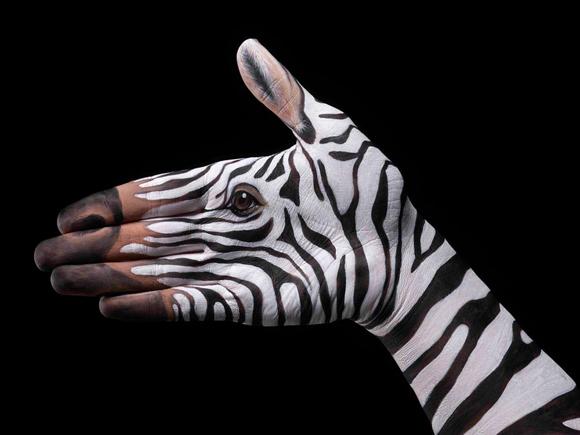 Hand-paintings-by-Guido-Daniele 03