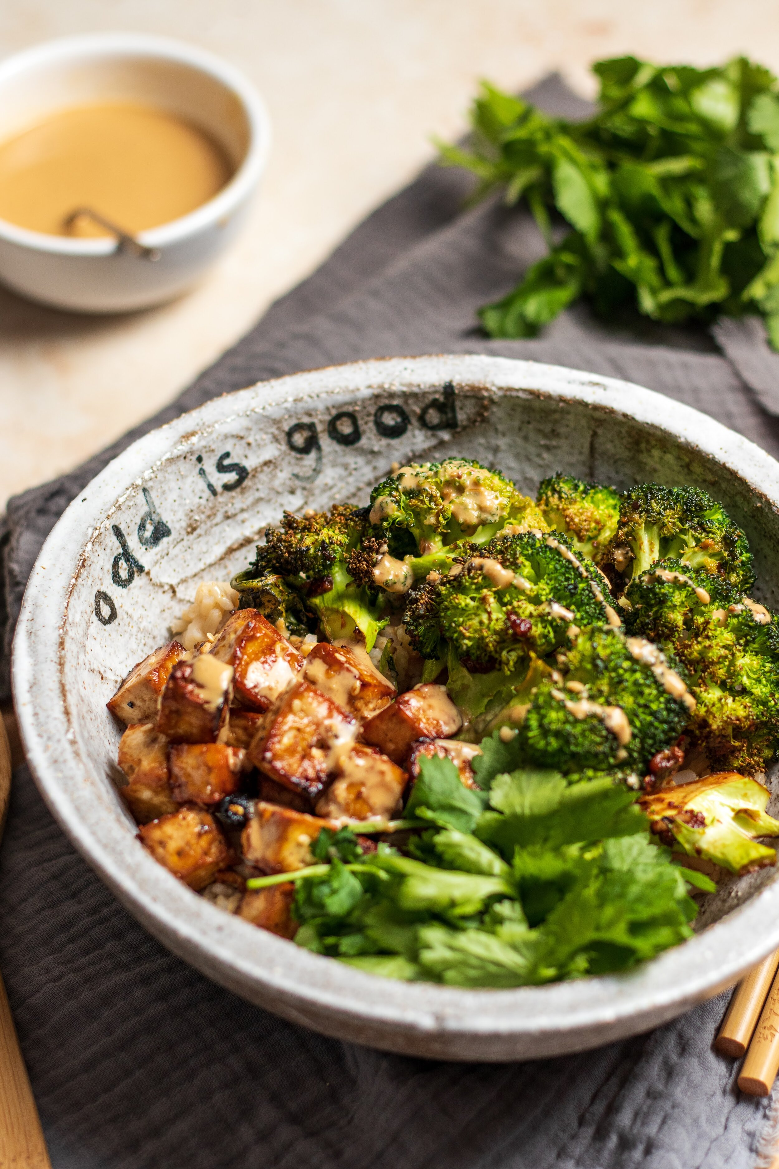 20+ Miso Roasted Broccoli & Tofu Buddha Bowl w/ Sesame Dressing — Oddbox Fotografie