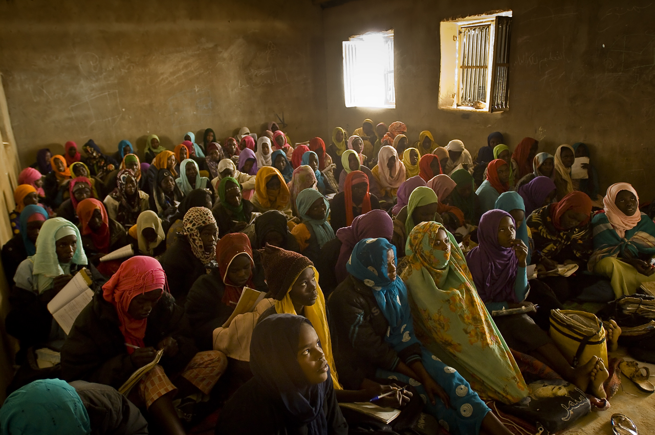 106 female students, during a Literature class, Grade 8 (from 14 to 16 years old), in Oure Cassoni. In secondary school, the classes are not mixed. No desks, no chairs. Everyone is sitting on mates. Oure Cassoni camp (31 800 refugees in december 2011), 18 kilometers north from Bahai, 361 kilometers north-east from Abeche, 17 kilometers from the sudanese border, was opened in july 2004.