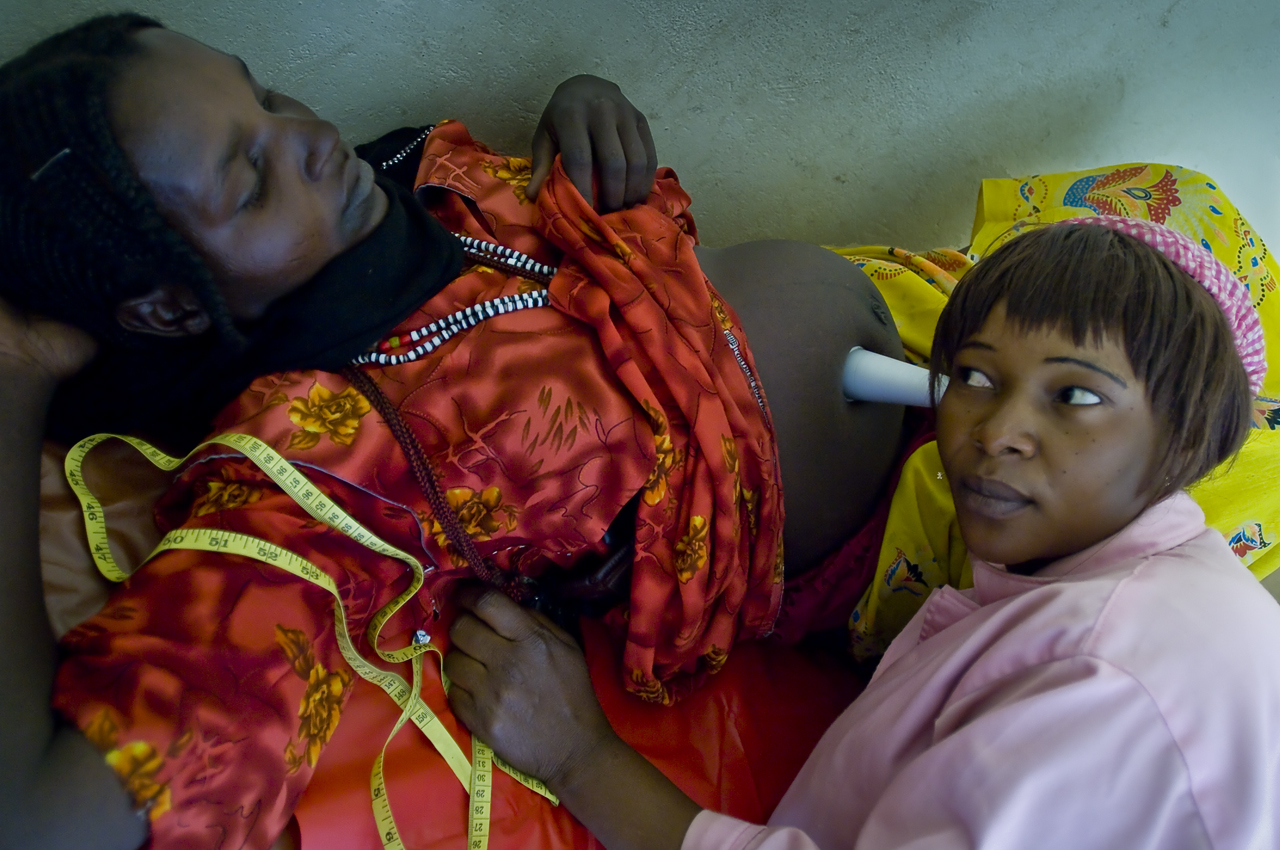 In Treguine Health Center, a mid-wife is ausculting a pregnant refugee. Treguine camp (18 746 refugees on 30 september 2011), 23 kilometers south from Farchana, 120 kilometers east from Abeche, 72 kilometers from the sudanese border, was opened in september 2004.