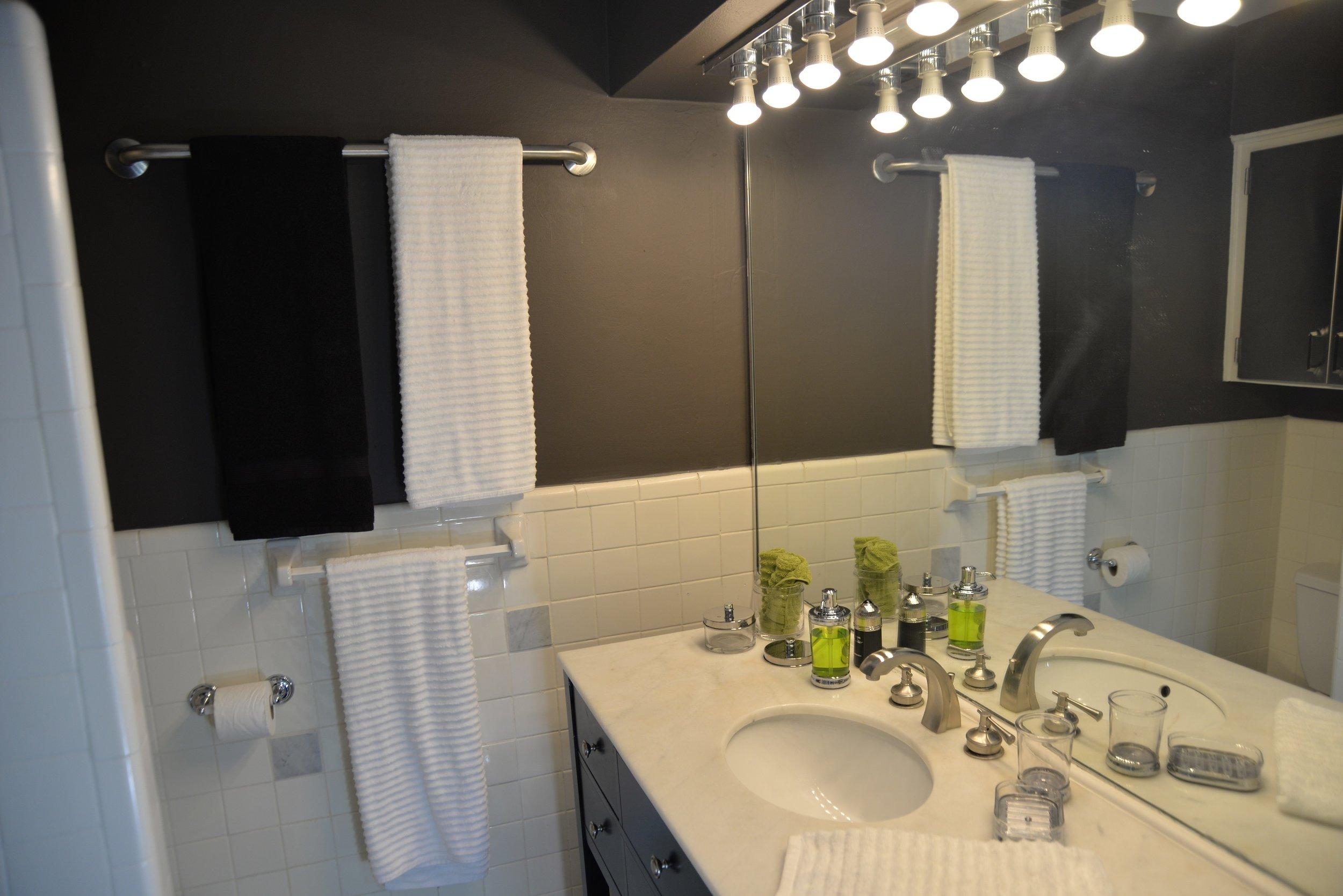 Apartment 5.9 Full Bath.JPG