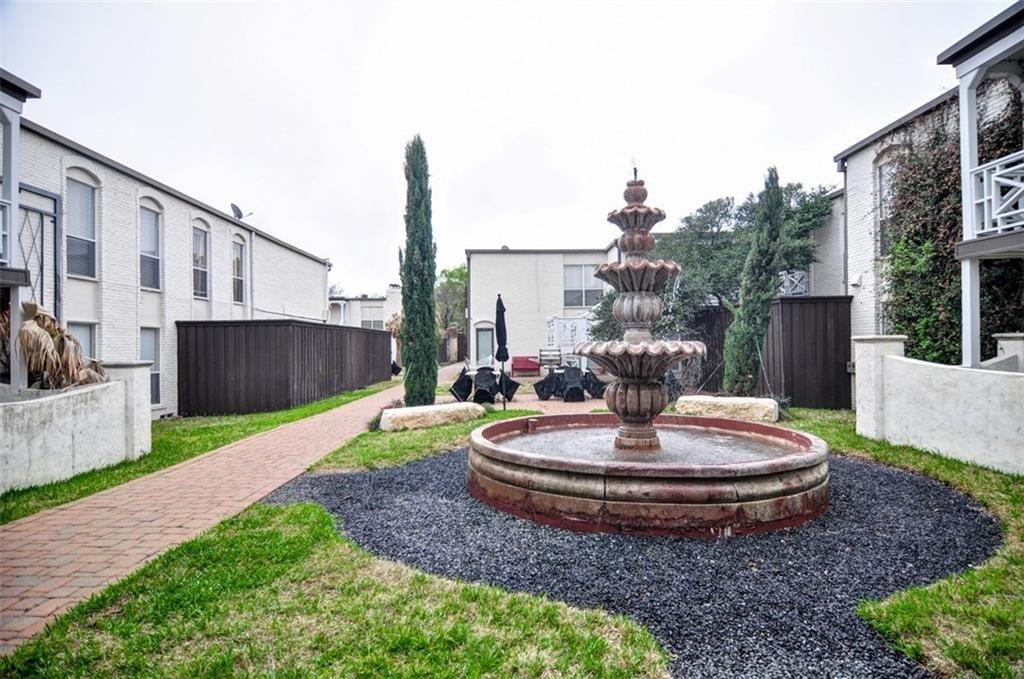 Bella 9 Courtyard.jpg