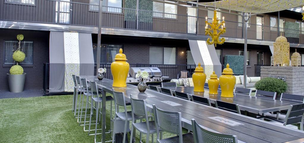 5601 Gaston - LONDON Courtyard 25 foot bar and fire table.jpg