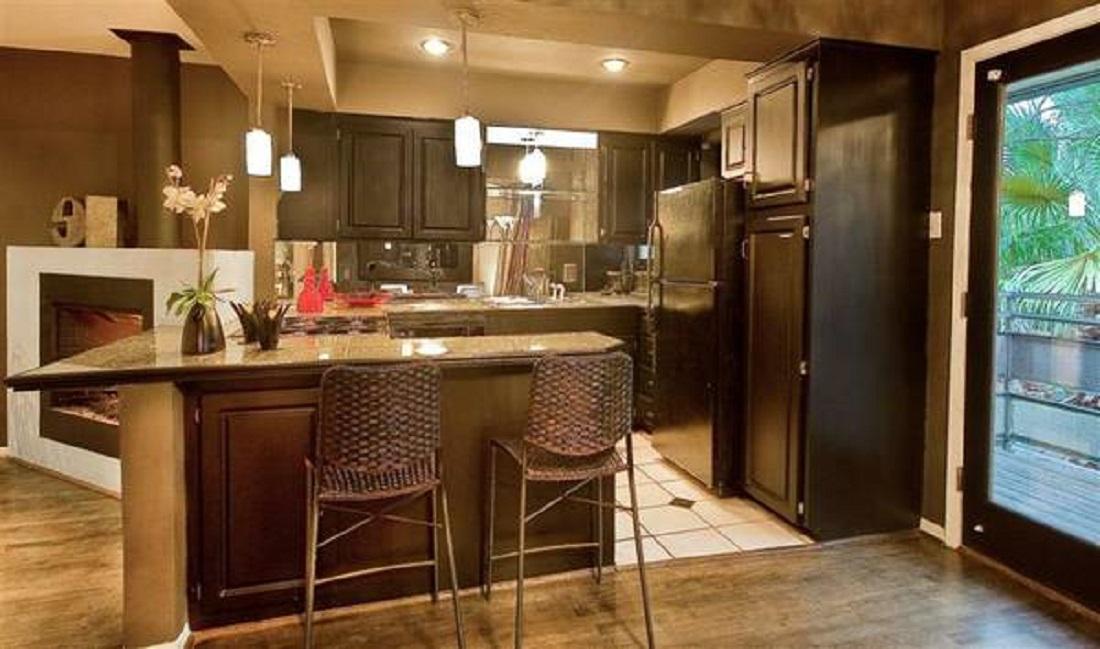 7130 12-031 (ZINFANDEL 1-1) Kitchen.jpg