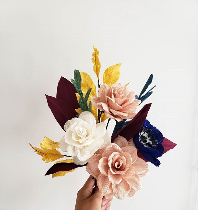 Hello November... But wait, where did October go? . . . . #paperflower #paperflorist #papergardenerssociety #crepepaperrevival #dsfloral #mypapermart #papernotpicked #papersource #cartotecnicarossi #anthroliving #homeinspiration #westelm #cb2 #modernliving #farmhouse #rusticwedding