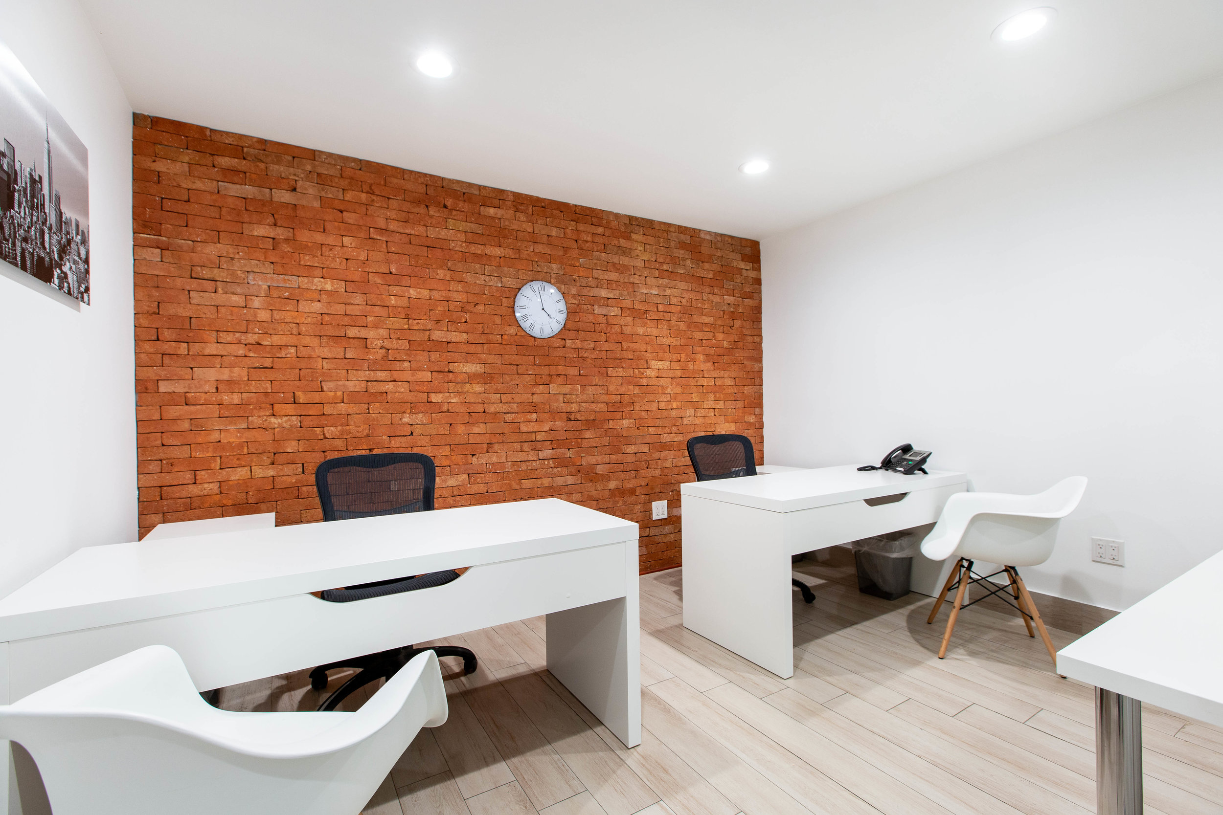Medium size office, perfect for small businesses that constantly have customers or partners visiting.