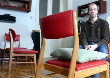 The empty chair is one of the best known techniques of Gestalt therapy.