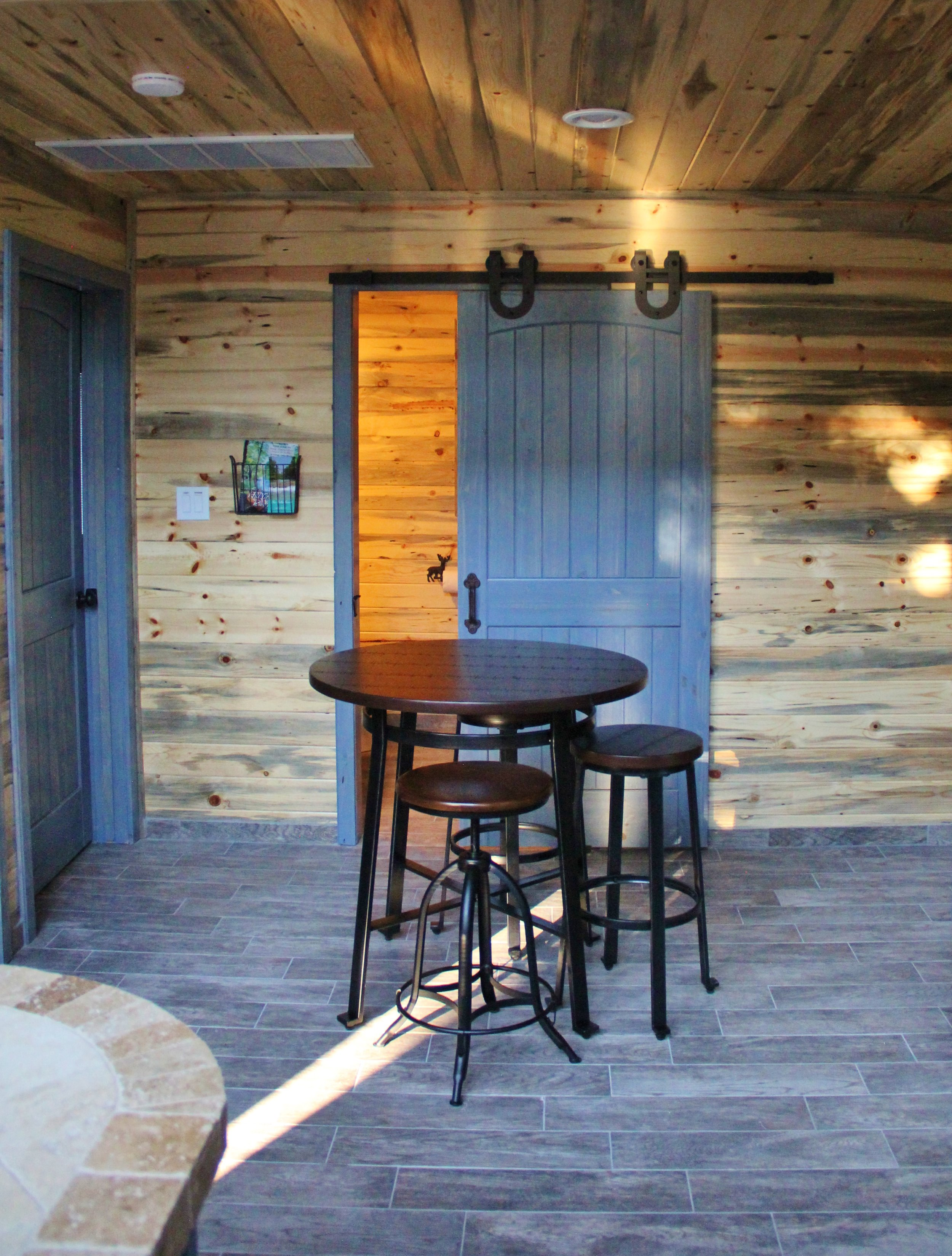 Medina Cabin | Dining Area