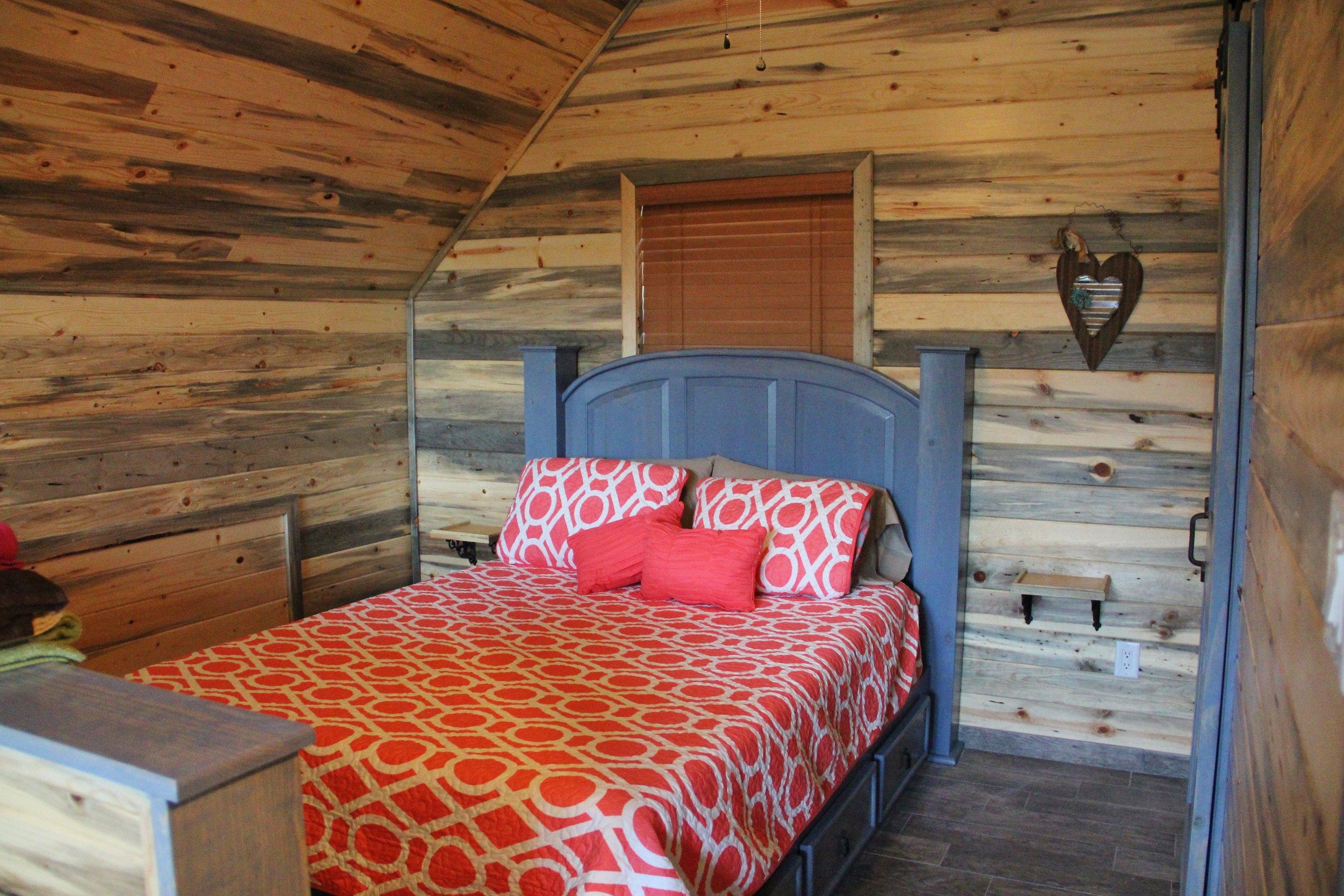 Medina Cabin | Loft Bedroom