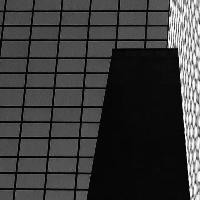_______________________________________ #photography #art #instant #noiretblanc #photo #blackandwhitephotography #belgique #experimental #artistique #creation #industriel #bruxelles #contemporaryart #moment #vision #regard #brussels #gallery #mouvement  #photographie #pictureoftheday #capture #instagood #door #batiment #architecture