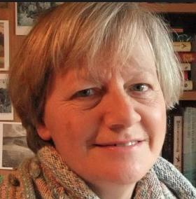 Lynne Hatwell aka Dovegreyreader