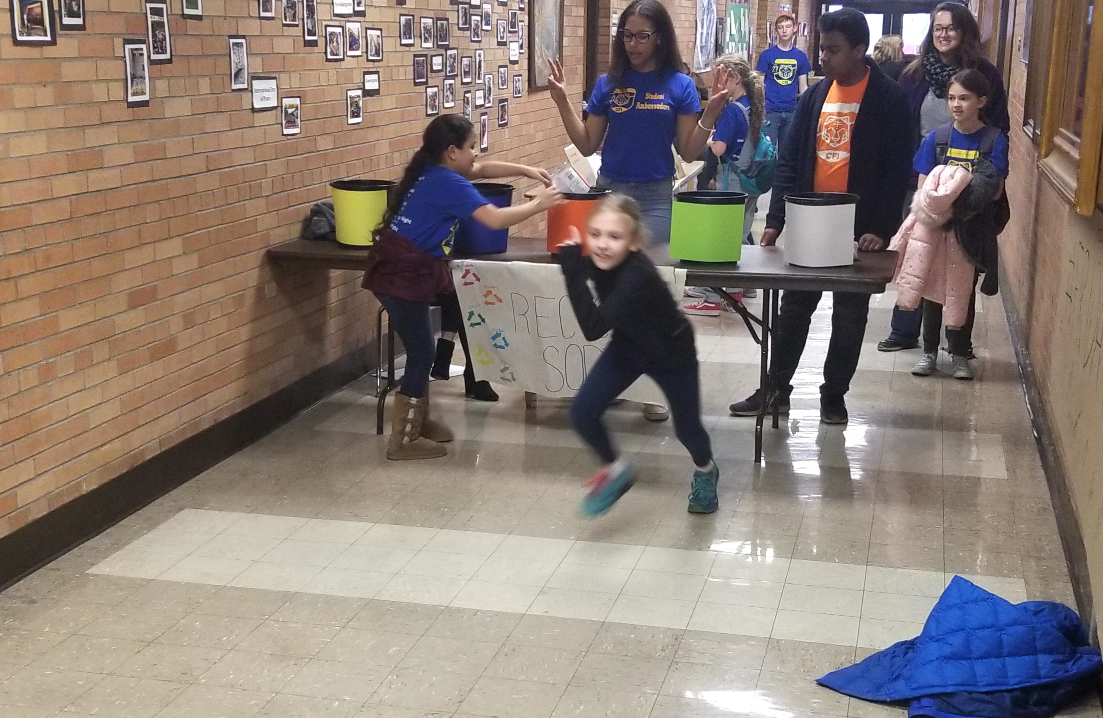A race to sort recyclables!