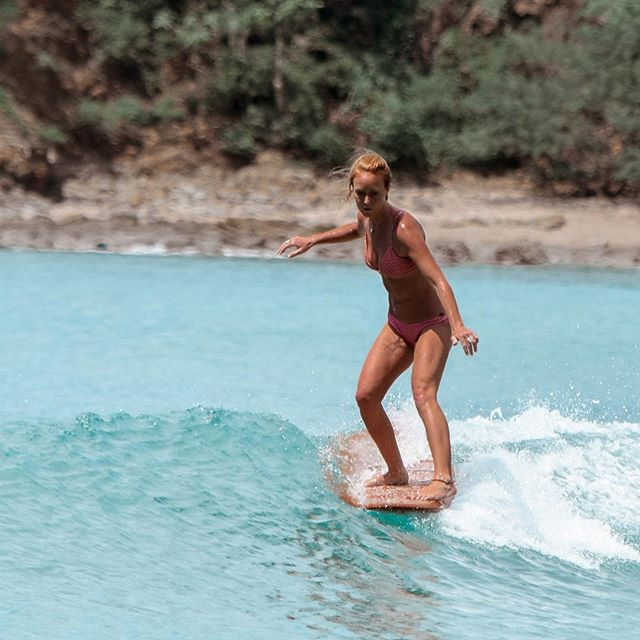 Cheeky heel-ride... . . . . . #surfing #playaelremanso #elremanso #nicaraguasurfing #sjds #sanjuandelsur #tinywaves #waves #surfer #surfergirl #longboarding #surftravel #surftrip #centralamericasurfing #surfingcentralamerica #noseride #notanoseride #singlefin #retrofish #singlefinsurfing