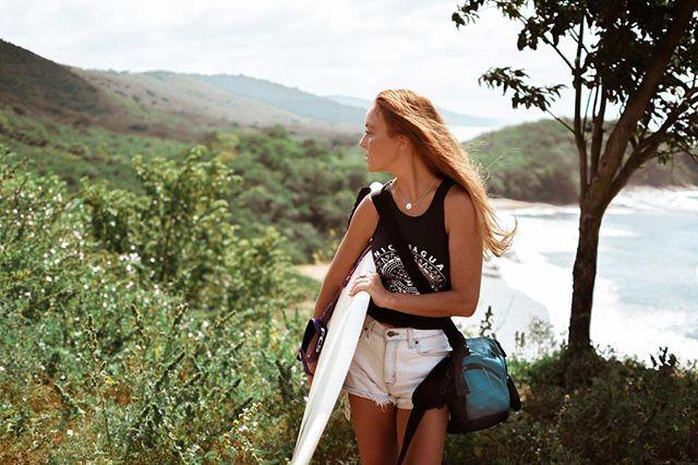 Just over the mountain, the view is pretty dang nice. #nicaragua . . . . . #surfing #surfboards #girlssurftoo #surfergirls #atanabags #atana #yoga #yogabag #yogamatbag #levis #vintagelevis #sjds #sanjuandelsur #redhair #buenavista #tamarindo #playatamarindo #travel #worldtravel