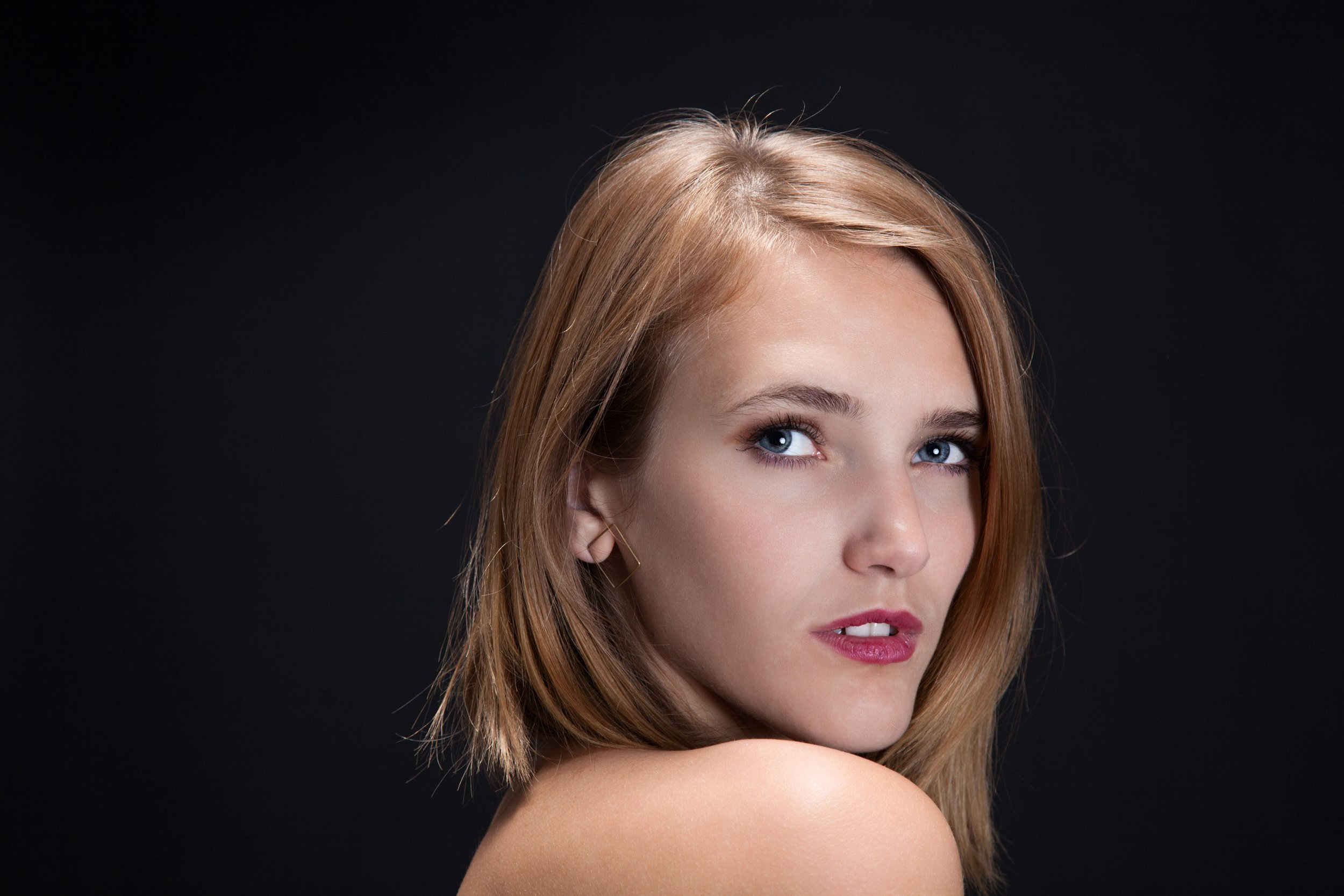 blonde portrait_pp.jpg