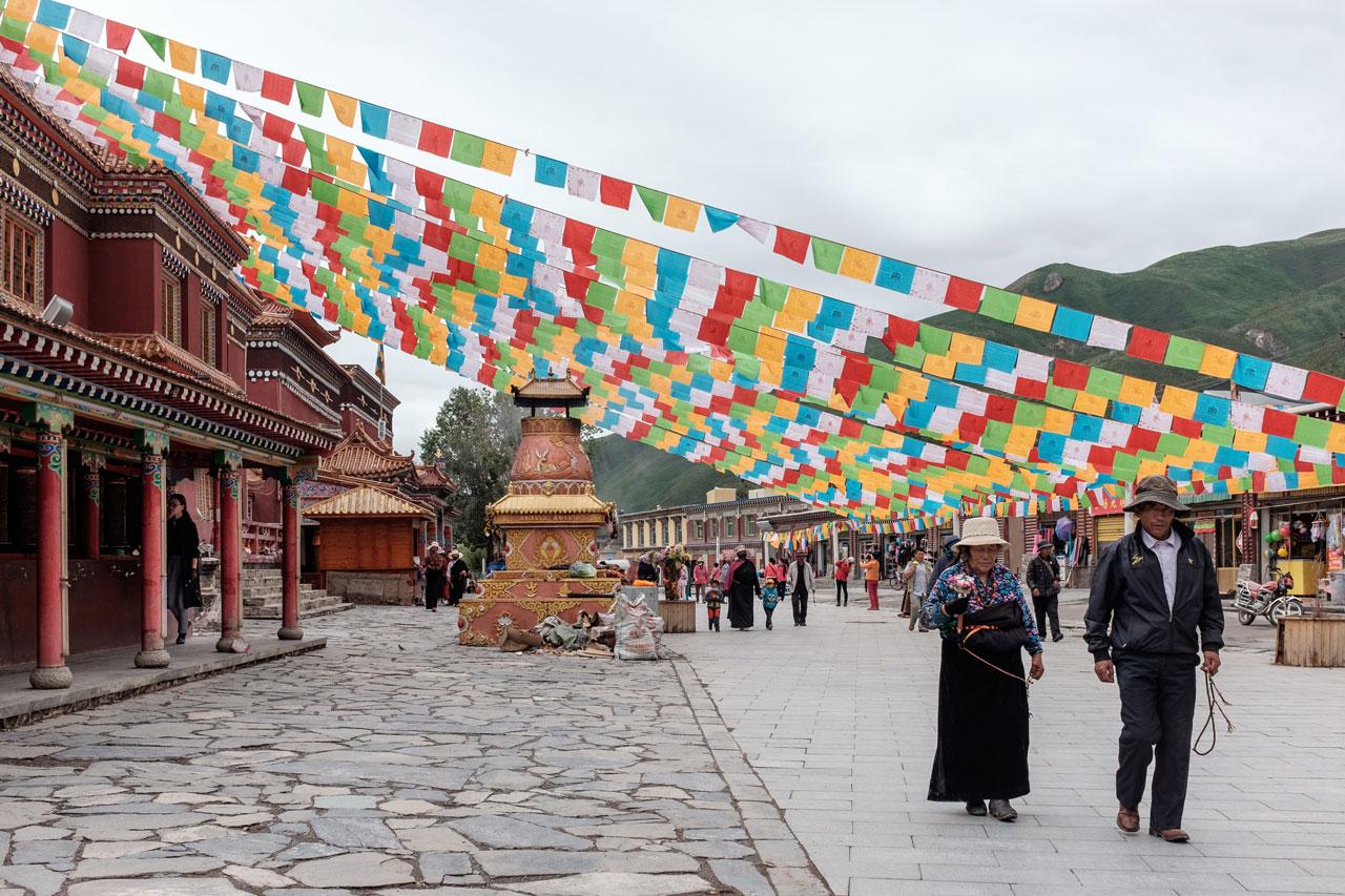 tibetan city yushu with prayer flags