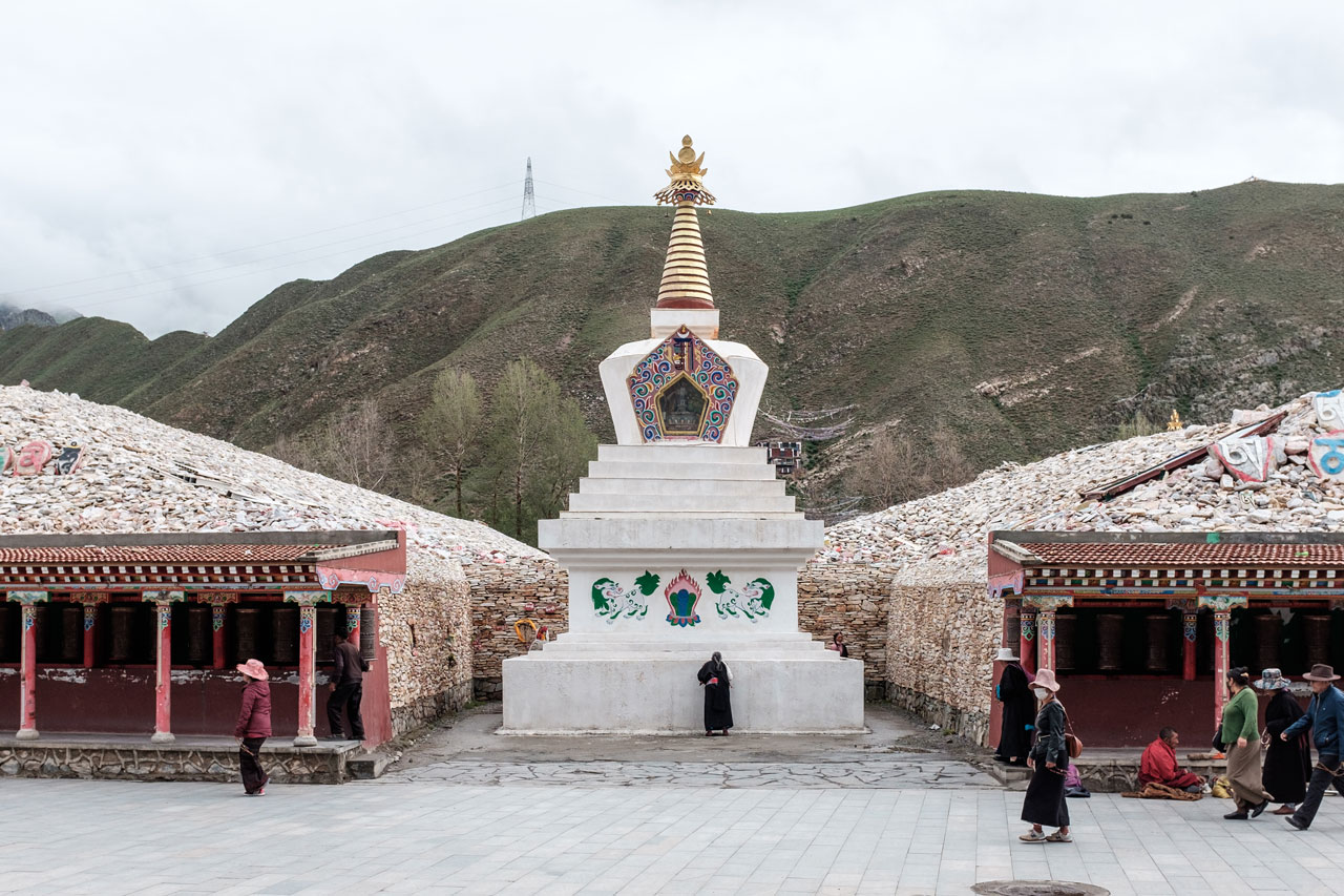 tibetan city yushu mani stones pilgrims