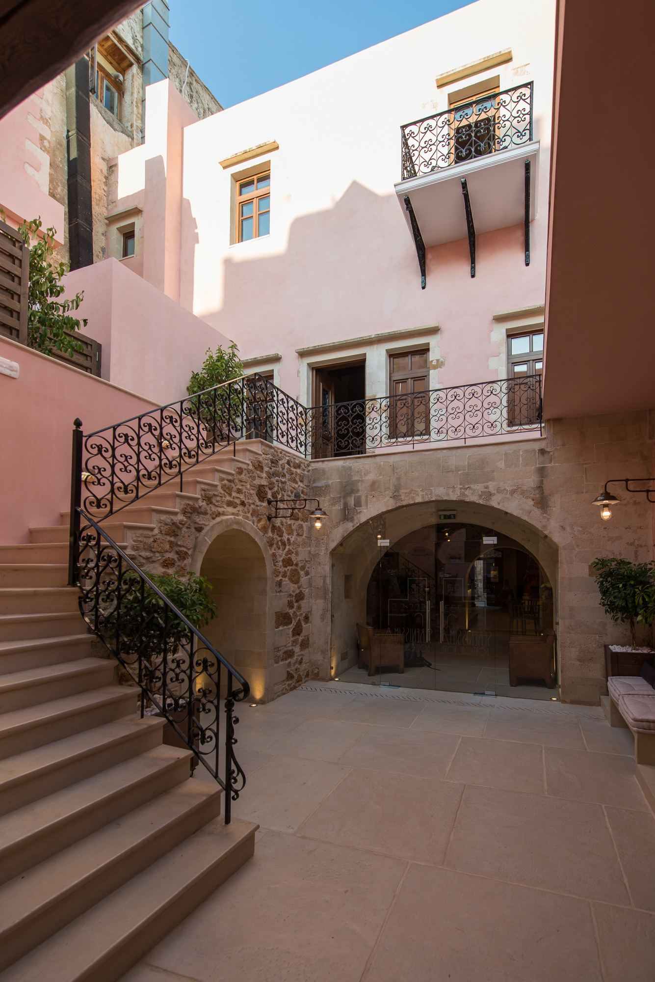 Sereniss-Stair courtyard3.jpg