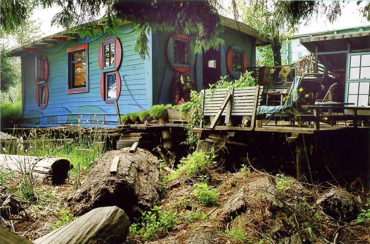 Al Neil's blue cabin, picture by  Carol Itter .